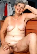Phone Julia (67)