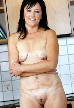 Text Camile (50) - Mature MILF Wants Sex: www.50plusphonesex.co.uk/milf-camile