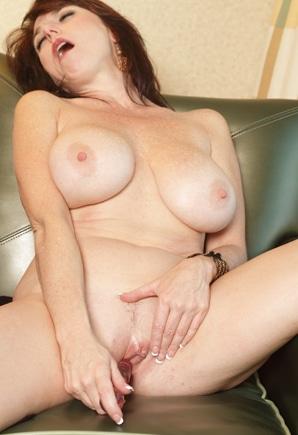 naughty Mmilfwith big tits