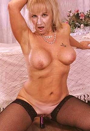 Phone Gladys (64)